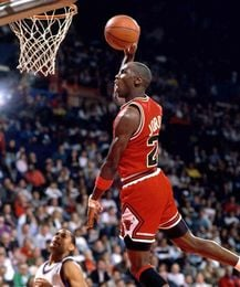 Knight Basketball Player Wallpaper: Michael Jordan Entra En El Club De Los 50