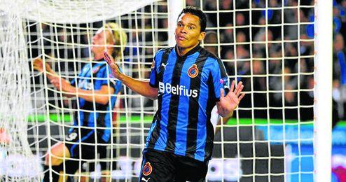 El delantero colombiano Carlos Bacca celebra uno de los 26 goles que ha anotado a lo largo de la presente temporada con la camiseta del Brujas.