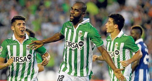 Paulao celebra uno de los dos tantos que ha anotado esta temporada.