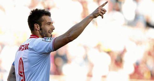 Negredo celebra el tercer gol de la tarde.