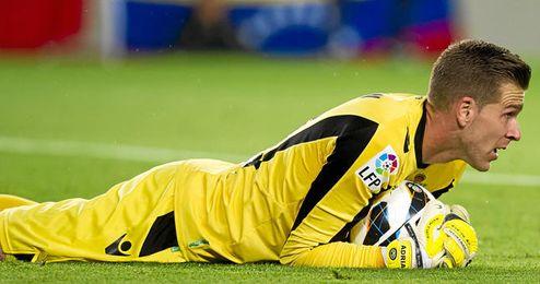 Adrián complica su renovación y el Espanyol le tienta.