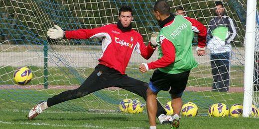 El portero, Toni, durante el entrenamiento del Xerez.