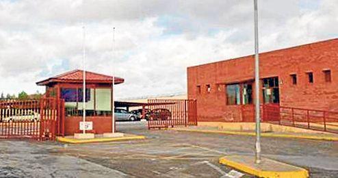 Inspectores de la Secretaría General del ramo se personarán en el centro penitenciario para escuchar las versiones.