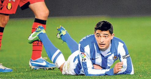 El extremo uruguayo, en el suelo durante un encuentro ante su ex equipo.
