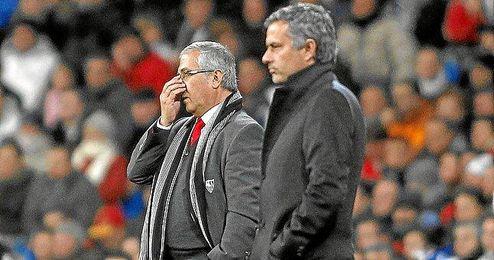 El primer conflicto de Mourinho en la Liga fue con Gregorio Manzano cuando era míster del Sevilla.