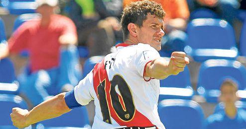 Francisco Medina Luna celebra uno de sus 17 goles del curso 12/13.