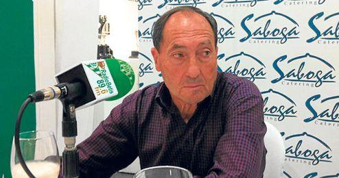 Esnaola durante una tertulia en Radio Betis.