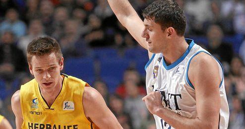 Nikola Mirotic durante un partido de Liga ACB con el Real Madrid.