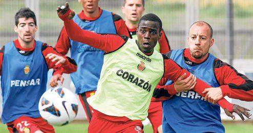 Michaël Pereira ha jugado 23 partidos de Liga esta temporada, anotando un gol y brindando una asistencia.