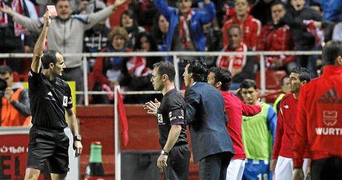Momento en el que Reyes fue expulsado en el encuentro ante la Real Sociedad.