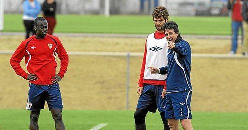 Emery junto a Fazio y Babá en un entrenamiento.