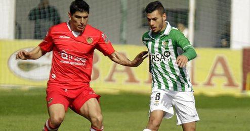 Sergio Rodríguez conduce la bola durante un partido del filial.