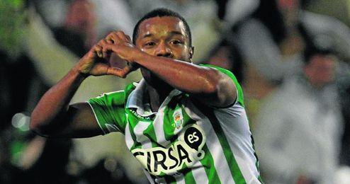 Dorlan Pabón celebra uno de sus ocho goles con la camiseta del Betis.