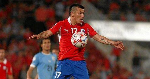 Chile gana a Paraguay (1-2) con Medel... de lateral