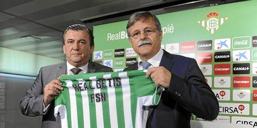 José Antonio Bosch ha presentado el acuerdo de patrocinio entre el Betis y el F.S. Nazareno.