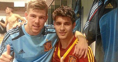Alberto Moreno ha colgado esta foto en ´Twitter´ junto a Morata tras conseguir la clasificación para la final del Europeo de Israel.