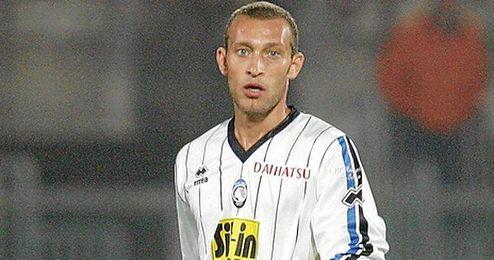 El Torino estaría interesado en la cesión de Tiberio Guarente, que termina contrato con el Sevilla en 2015.