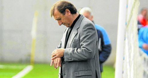 El que fuera míster alcalareño desde 2008, José Antonio Asián, no se impacienta a la hora de renovar con el club.