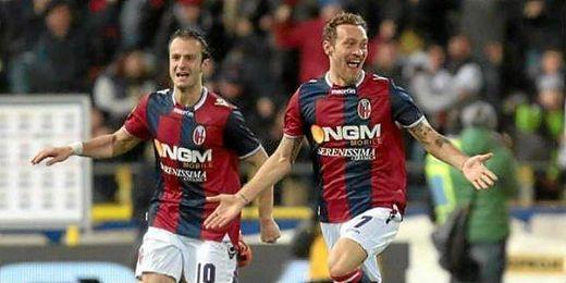 Tiberio Guarente celebra un gol conseguido esta temporada con el Bolonia.