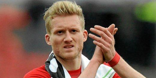 Schurrle se despide de la afición del Bayer Leverkusen tras fichar por el Chelsea.