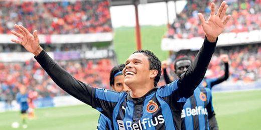 Carlos Bacca celebra un gol con la elástica del Brujas, club que está dispuesto a sentarse con el Sevilla.