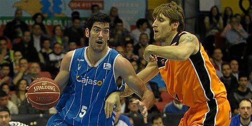 Juanjo Triguero en una acción en el partido ante el Fuenlabrada.