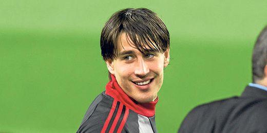 Bojan Krkic sonríe durante un entrenamiento en el Camp Nou con el Milan.