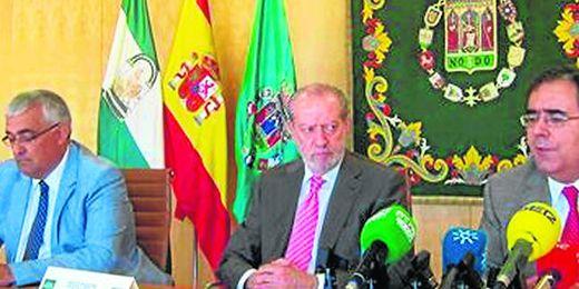 Encuentro entre los rectores de las dos Universidades de Sevilla y el presidente de la Diputación.