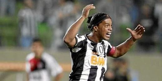 Ronaldinho fue clave en el triunfo de su equipo