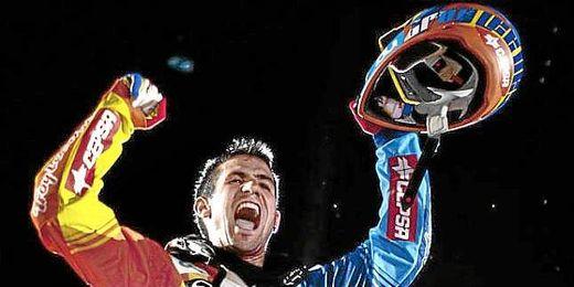 Dany Torres celebrando su victoria en 2011.