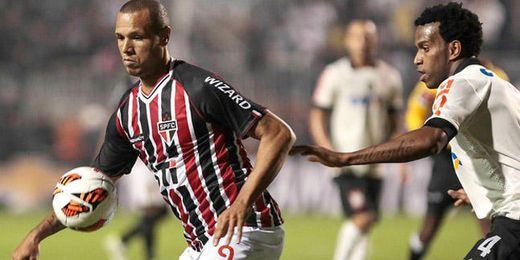 Luis Fabiano durante la final de la Recopa Sudamericana