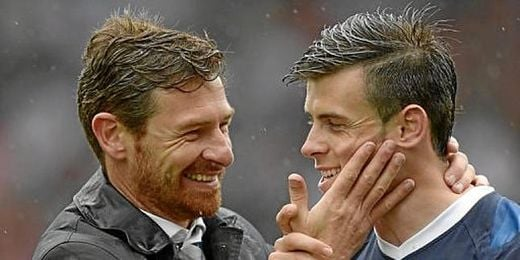 Villas-Boas abraza a su estrella Gareth Bale.
