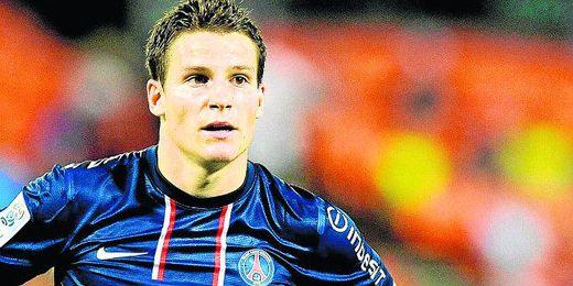 El francés Kévin Gameiro, quien quiere abandonar el Paris Saint-Germain con destino a España, tiene paralizadas diversas ofertas de otras ligas.