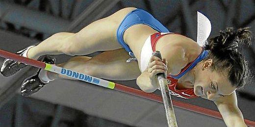 Isinbayeva durante una competición esta temporada.