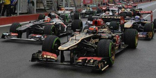 Raikkonen, seguido de Ricciardo durante el Gran premio de Canadá.