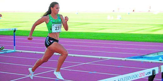 La vallista hispalense Irene Almarcha, doble subcampeona de España absoluta de los 100 metros vallas.