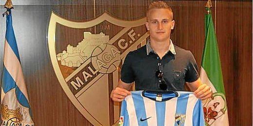 Pawlowski después de firmar su contrato con el Málaga