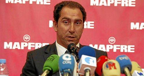 El director deportivo de la Federación Española de Tenis durante una rueda de prensa.