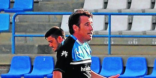 """Borja, que en la imagen se dirige a sus jugadores en el entreno de ayer, dice que """"la afición estará con el equipo""""."""