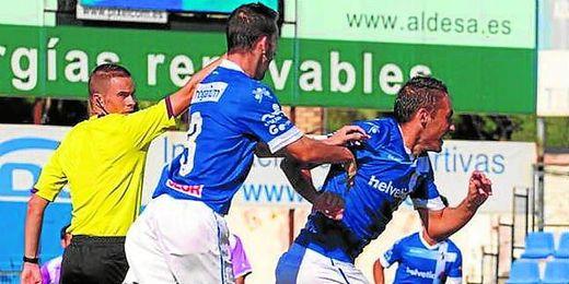 Juanfri celebra uno de los goles que anotó ante El Palo