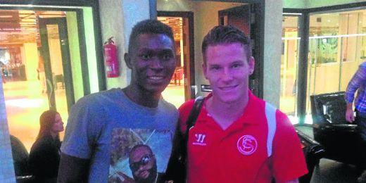 Moussa Keita conoció y posó con Gameiro.