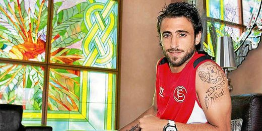Nico pareja en su fase de recuperación con el Sevilla.