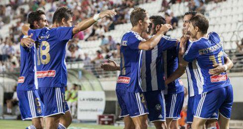Algunos jugadores del Recreativo de Huelva festejan un gol.