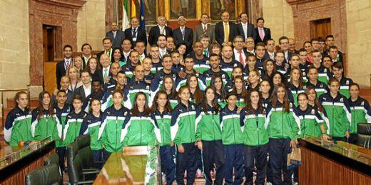 Foto oficial de la visita al Parlamento de Andalucía.