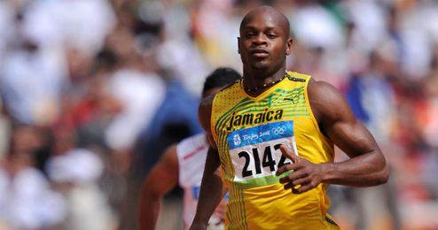 El jamaicano Asafa Powell durante una de sus carreras.