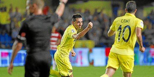 Bruno Soriano celebra un gol conseguido ante el Granada.