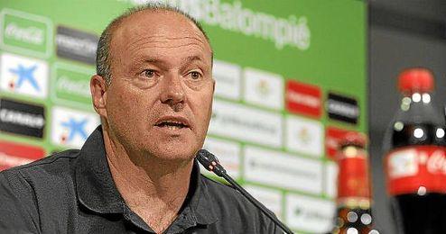 Pepe Mel, entrenador del Betis, durante una rueda de prensa.