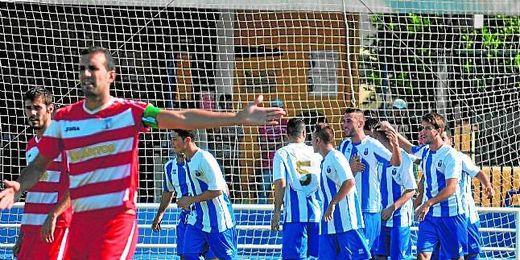 El Nervión celebra un gol en el primer partido de la temporada disputado frente al Paradas en el Antonio Puerta.