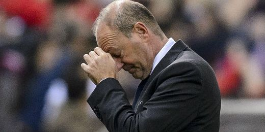 Mel se lamenta en la banda del Vicente Calderón.