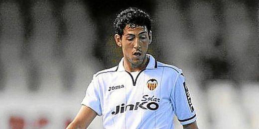 Parejo luciendo la camiseta del Valencia.